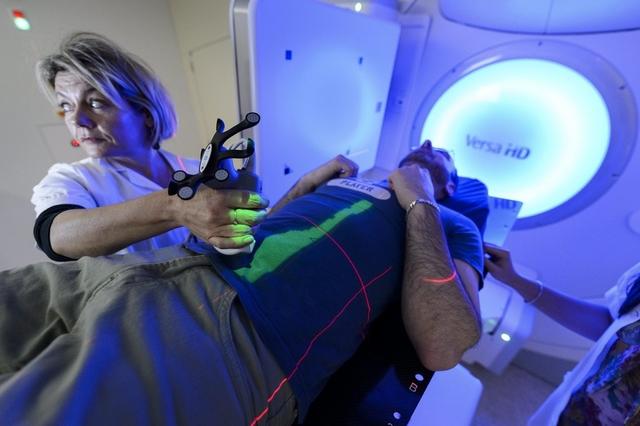 Auch dank besserer Behandlungsmöglichkeiten - wie hier im Onkologie-Zentrum im Spital von Vevey - sind seit 1988 die Krebstodesfälle bei Männern um 26 Prozent, bei Frauen um 20 Prozent gefallen.
