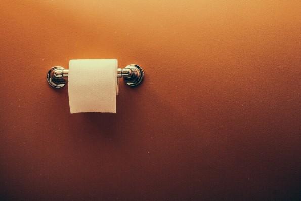 Erfolgreiche berschriften: Machst du die Klo-Tr zu, wenn du ganz alleine zu Hause bist? (Grafik: Shutterstock-Atomazul)