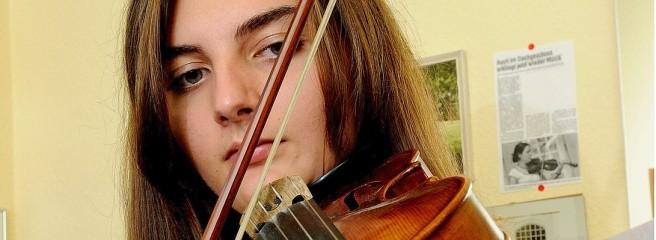 Jona träumt vom Geigen-Solo