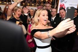 Cannes, niente selfie sul red carpet