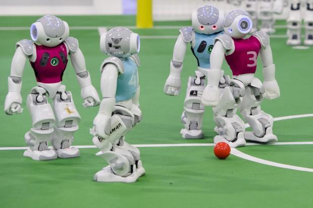 Bei den RoboCup German Open gingen im April in Magdeburg 950 Teilnehmer aus zwölf Ländern an den Start